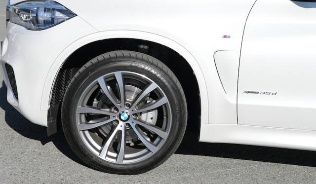 試乗車に装着されていたMライトアロイホイール ダブルスポークスタイリング469Mと275/40R20(リアは315/35R20)サイズのタイヤはオプション