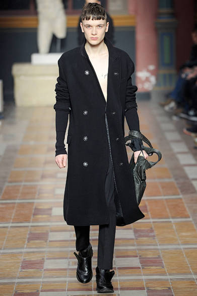 """<strong>LANVIN ランバン</strong> <a href=""""/article/21947"""" class=""""link12lh15blue"""">2014-15年秋冬メンズコレクション</a>"""