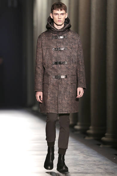 """<strong>NEIL BARRETT ニール・バレット</strong> <a href=""""/article/21947"""" class=""""link12lh15blue"""">2014-15年秋冬メンズコレクション</a>"""