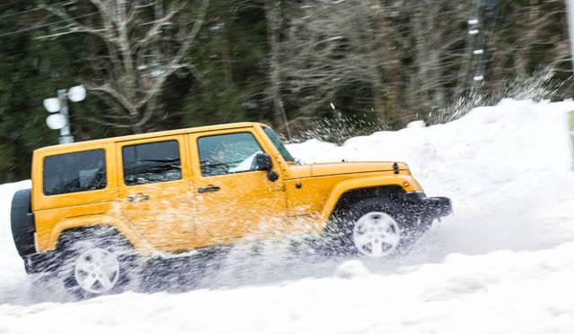 踏み荒らされた雪上の特設コースに乗り入れても、そんな悪条件をまったくものともしないラングラーの走破性能は、やはり別格だ