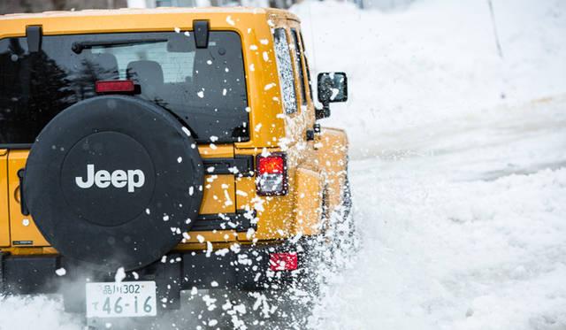現行ジープのラインナップでは、唯一のパートタイム方式の4WDシステム「コマンドトラック」を採用するラングラー
