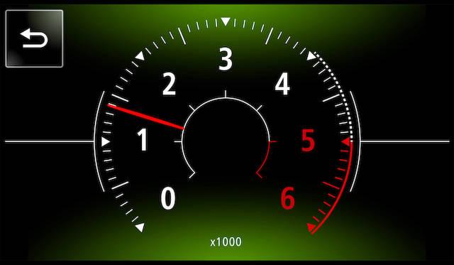 インフォテイメントシステム「R&GO」は車載コンピューターと連動するため、スマートフォン上にタコメーターを表示することもできる
