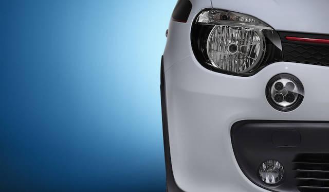 ヘッドライト下にそなわるLED丸型フォグランプは、先代の意匠をひきついだもの
