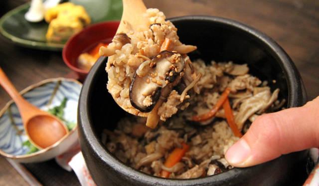 「キノコの土鍋炊き込みご飯」