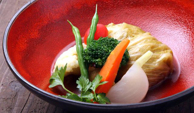 「ロールキャベツ・野菜のコンソメ仕立て」