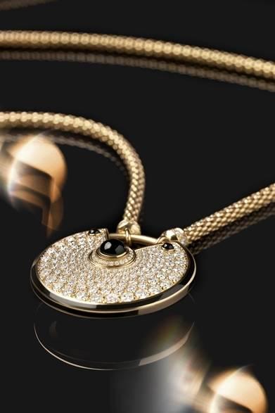 <strong>Cartier|幸運を引き寄せる新作「アミュレット ドゥ カルティエ」</strong> アミュレット ドゥ カルティエ ネックレス 735万円(税抜) Julien Claessens & Thomas Deschamps &#169;Cartier