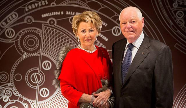 フィリップ・スターン氏とゲルディ夫人。夫人は『パテック フィリップ・ミュージアム』修復プロジェクトの総責任者としてジュネーブ市の文化財に指定されているアール・デコ様式の建物の修復と装飾を任された。プロジェクトは約2年にわたり、2001年にオープンとなった