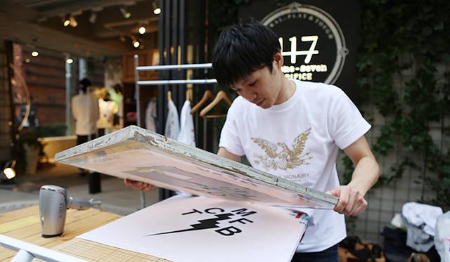 イベント当日は、シルクスクリーンプリントでオリジナルのTシャツ作成するサービスが人気を博していた