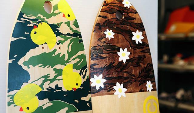 コラボレーションラインにはスケートボードデッキも。「Wooden Toy」とのトリプルコラボとなる
