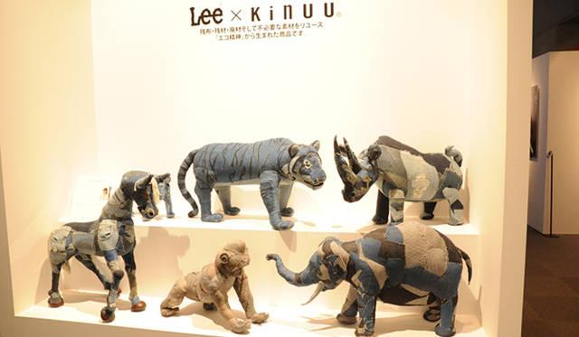 残布、残材、廃材をリユースして生まれる「Lee × Kinuu」。エコロジカルアーティストのKinuuの作品には、手作りのぬくもりと、環境への強いメッセージが込められている