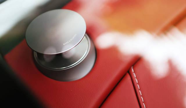 オーディオシステムは1,000Wのバング&オルフセンのBeoサウンドオーディオシステムを標準装備