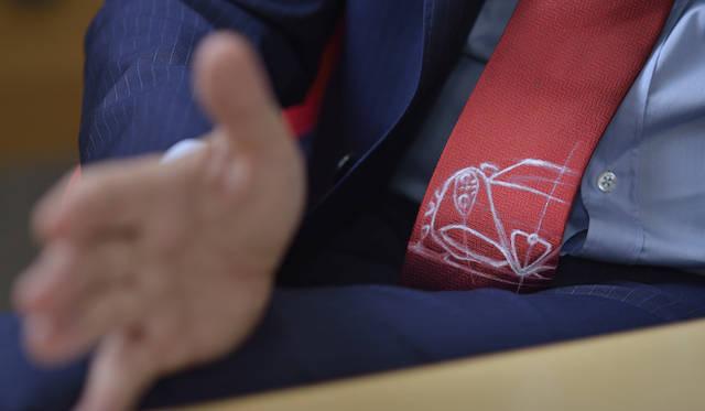 マッコリーニ氏のネクタイは4Cのスケッチをデザインしたものだった
