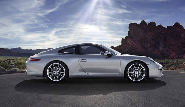 """<p class=""""styA""""><クルマ編></p> <p class=""""styB""""><strong>Porsche 911 Carrera S