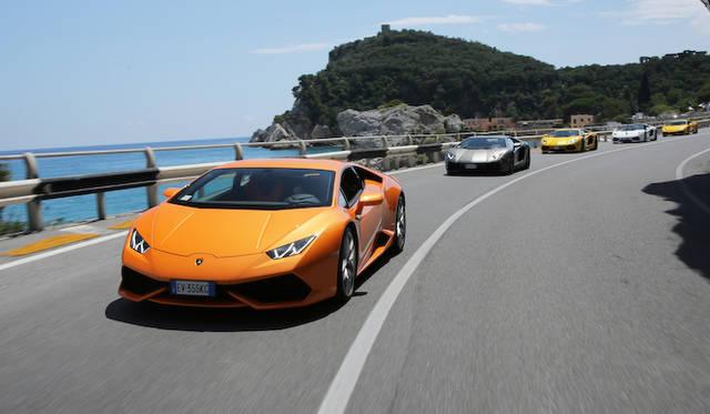 後ろの2台は兄貴分「アヴェンタドール」