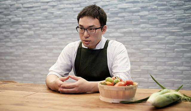 「テクニックが生きる料理もありますが、それは自分一人で完結できるもの。食材は人との関わりによってもたらされるものです。作り手という意味で、生産者と自分に共通点を感じることもありますし、彼らの話を聞くことは非常に勉強になります」(小林氏)