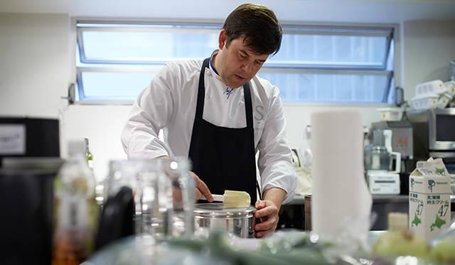 「若い料理人にとっては、さまざまなアクションを起こして革新をしていくことが大切。技術も重要ですが、それをベースに常に新しい挑戦や発見をしてほしいですね」(トロション氏)