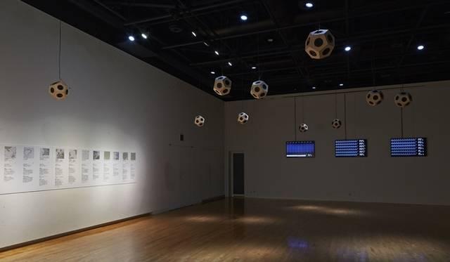 "<strong>LOUIS VUITTON|「札幌国際芸術祭2014」のオフィシャルグランドパートナーに</strong> Ryuichi Sakamoto + YCAM InterLab ""Forest Symphony in Moerenuma"" &#169; Kentaro MINAMI(SS)"