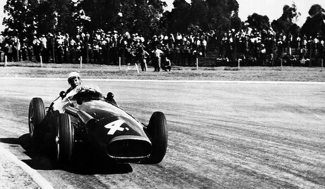 250Fをドライブしグランプリを闘ったスターリング・モス氏