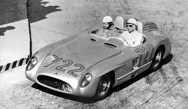 1955年にモス氏は、メルセデス・ベンツ「300SLR」でミレミリアの平均速度新記録を達成して優勝した