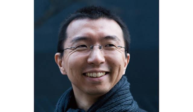 <strong>藤本壮介</strong> 1971年北海道生まれ。東京大学工学部建築学科卒業。2000年、藤本壮介建築設計事務所設立。第13回ベネチアビエンナーレ日本館で金獅子賞を受賞。2013年、サーペンタインパビリオンの設計者に選ばれる。2014年、フランス・モンペリエのハウジングタワーコンペで1等を受賞