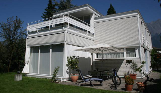 <strong>第9回 特別欧州篇 レナート・ベルガミン氏×フォルクスワーゲン パサート V5 4モーション</strong>20年ほど前、レナート・ベルガミン氏自らがディレクションして建てた邸宅。研究しているジャコメッティとおなじ20世紀現代美術のエッセンスをふんだんに盛り込むよう、建築家と徹底的に詰めたという