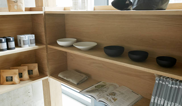 器をはじめ、オリジナルのコーヒーや紅茶なども扱う物販スペース