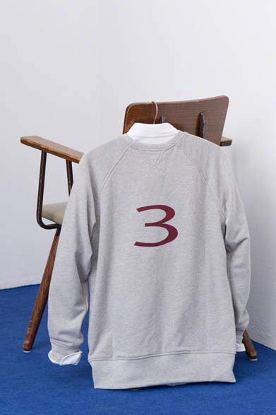 "<p class=""titleHD"">HANKYU MEN'S TOKYO</p> <p class=""titleHA"">SUPERTHANKS|スーパーサンクス</p><br /><br />  <p class=""titleHC"">シャツ、スウェット、ボウタイセット 1万8144円(スーパーサンクス/阪急メンズ東京4階 ガラージュ D.エディット)</p>"