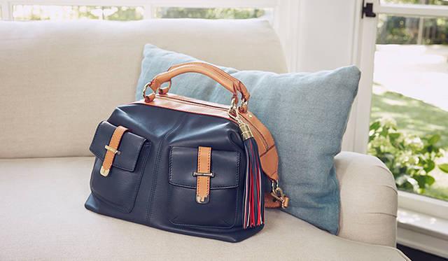 BHI限定バッグは表参道店とオンラインストアのみの限定販売。販売価格のうち100USドルが「Fund for Living」に寄付される<br />撮影:パトリック・デマルシェリエ