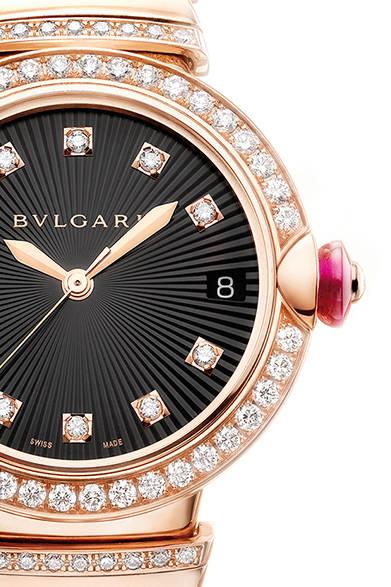 自動巻き、18KPGケース、ダイヤモンド、ピンクストーン、ケース径33mm、459万円<br /><br />  ブルガリ ジャパン<br /> Tel. 03-6362-0100