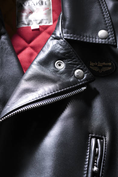 "<strong>09 Lewis Leathers|ルイス レザーズ</strong><br /> 14万3640円(<a class=""link_underline"" href=""/article/797515/3"" target=""_blank"">アイテムの詳細はこちら</a>)<br /> ロウル「ルイス レザーズ ジャパン」Tel. 03-3464-8864"