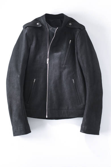 "<strong>13 Rick Owens|リック・オウエンス</strong><br /> 37万4760円(<a class=""link_underline"" href=""/article/797515/3"" target=""_blank"">アイテムの詳細はこちら</a>)<br /> リック・オウエンス東京 Tel. 03-6805-0036"