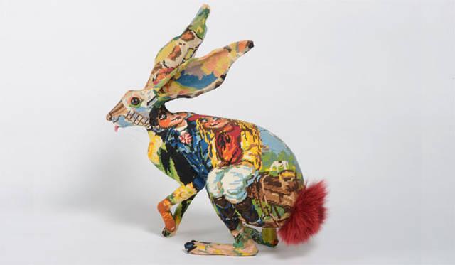 <strong>FREDERIQUE MORREL(フレデリック・モレル)</strong> パリでスタートしたアバンギャルドなインテリアブランド。アーティストであるフレデリックは、亡くなった祖母が得意だったニードルポイント刺繍(キャンパス生地全体にウールの糸で刺繍をほどこす技法)への思いをきっかけに創作活動をスタート。アダムとイヴ、エデンの園、失楽園やノアの方舟といった神話的な要素にインスピレーションを受け、スピリチュアルな美意識で作品を発表しつづけている。2014年は、NYのエルメスのウィンドウディスプレイを手がけるなど精力的に活動している