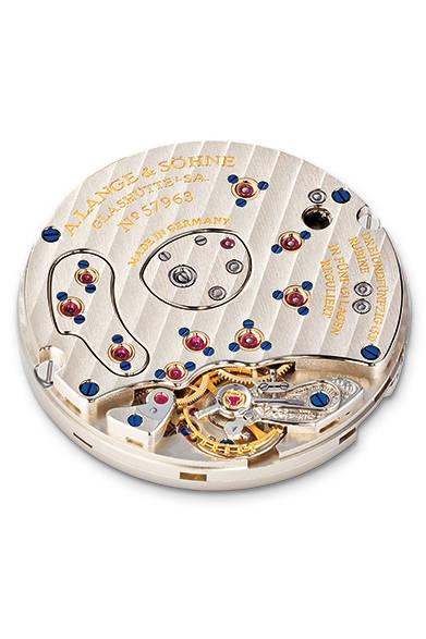 "<p class=""styE"">Holiday Gift Guide 2014</p> <p class=""styA"">メンズ|未来の自分へ特別な腕時計を贈ろう</p>  <p class=""styB"">A. LANGE & S&#214;HNE|A.ランゲ&ゾーネ</p>  <p class=""styC"">A.ランゲ&ゾーネの原点</p>  <p class=""styD""> 手巻きのCal.L901.0を搭載。ランゲ1の特徴は、アウトサイズデイト(ビッグデイト)。<br /> <div align=""right""><a href=""/article/825576"" class=""link_underline"">→記事へ戻る</a> </div><br />  <strong>ランゲ1</strong><br /> ケース|プラチナ<br /> 直径|38.5mm<br /> ムーブメント|手巻き(Cal.L901.0)<br /> パワーリザーブ|72時間<br /> 機能|アウトサイズデイト(ビッグデイト)、パワーリザーブ表示<br /> ストラップ|アリゲーター<br /> 防水性|3気圧<br /> 価格|498万9600円<br /><br />  A.ランゲ&ゾーネ<br /> Tel. 03-3288-6639<br /> http://www.alange-soehne.com/<br />"