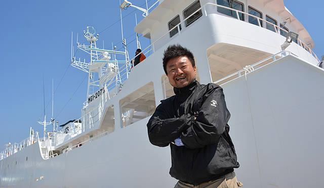 今回のはえ縄漁船乗船体験を英断した臼福本店社長・臼井壯太朗氏。乗船しながら日本の漁業の現状、気仙沼の復興について思いを語ってくれた