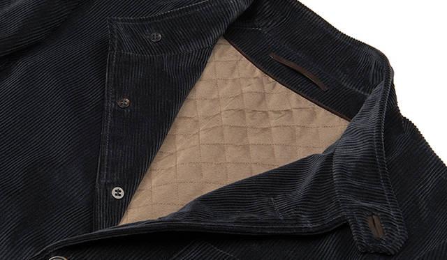 アルニスとベルルッティのコラボレーションにより、リニューアルした「フォレスティエール」。オリジナルモデルの特徴を踏襲しながらも、ベルルッティのフィールドジャケットのようなタイトなシルエットを取り入れた。