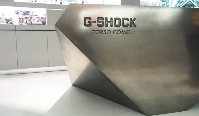 ミラノのショップだけに特別に作られたデザイン。</br></br>  <strong>G-SHOCK Corso Como</strong><br /> 営業時間|10:30〜13:30、14:30〜19:30<br /> 定休日なし<br /> Corso Como 9,20154,Milano,Italia<br /> Tel. +39 02 8725 0655