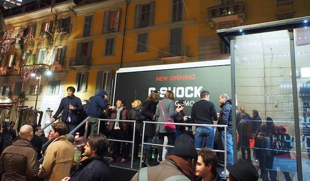 ショップの前が特設会場が設置され、カンファレンスなどが開催された。</br></br>  <strong>G-SHOCK Corso Como</strong><br /> 営業時間|10:30〜13:30、14:30〜19:30<br /> 定休日なし<br /> Corso Como 9,20154,Milano,Italia<br /> Tel. +39 02 8725 0655