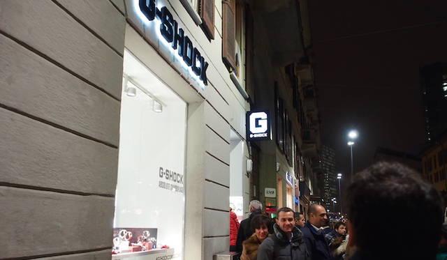 「G」のロゴが印象的なショップ外観。</br></br> <strong>G-SHOCK Corso Como</strong><br /> 営業時間|10:30〜13:30、14:30〜19:30<br /> 定休日なし<br /> Corso Como 9,20154,Milano,Italia<br /> Tel. +39 02 8725 0655