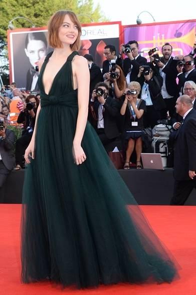 <strong>2014年 第71回ベネチア国際映画祭</strong> Emma Stone|エマ・ストーン<br />(『Birdman』のプレミア上映にて)<br /> ドレス:ヴァレンティノ クチュール
