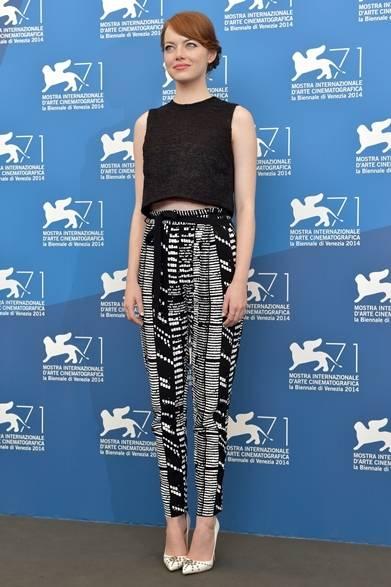 <strong>2014年 第71回ベネチア国際映画祭</strong> Emma Stone|エマ・ストーン<br />(『Birdman』のフォトコールにて)<br /> ドレス:プロエンザ スクーラー Courtesy of la Biennale di Venezia
