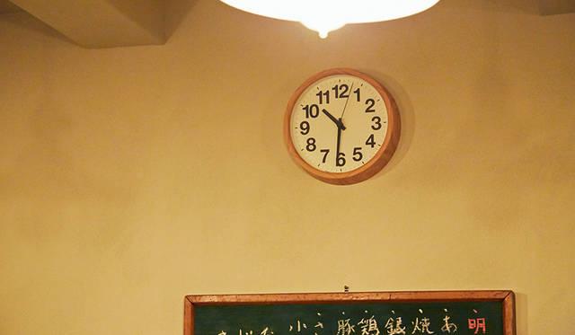 なんと角田(筆者)デザインのタカタレムノス製「Clock A」を使用していただいている