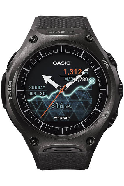 <strong>スマート アウトドア ウォッチ WSD-F10</strong><br /> サイズ|縦61.7✕横56.4mm<br /> 厚さ|15.7mm<br /> バッテリー|マグネット圧着式端子による充電。通常使用:1日以上、時計のみ使用:約1カ月以上の電池寿命のリチウムイオン電池、寿命は使用環境によって変動<br /> センサー|圧力(気圧/高度)センサー、加速度センサー、ジャイロセンサー、方位(磁気)センサー<br /> OS|アンドロイドウェアを搭載、各種スマートフォンアプリと連携可能<br /> ストラップ|ラバー<br /> 防水|5気圧<br /> 発売時期|3月末予定<br /> 価格|7万5600円