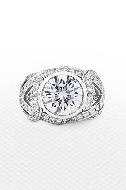 素材|ホワイトダイヤモンド<br>(メインダイヤモンド:5.01ct)