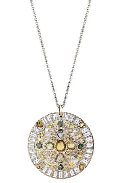 素材|ホワイトゴールド、ダイヤモンド(トータル12.66ct)<br> 価格|1053万円