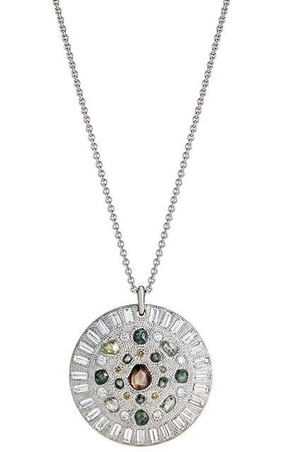 素材|ホワイトゴールド、ダイヤモンド(トータル9.26ct)<br> 価格|723万6000円