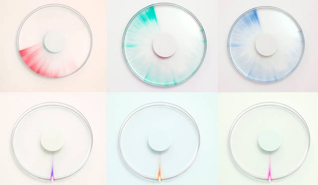 <strong>TRACE</strong><br />紫外線に反応して変色する溶液を用い、過ぎゆく時間を目に見える形で表す時計。