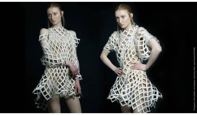 <strong>Shape Shifters</strong><br />モジュールの原理をデザインに活かした衣服。着る人の好みのスタイルに応じて、シルエットを自由に変えることができる。