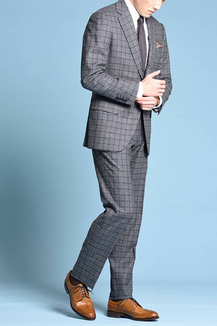 """<strong>MEN'S STYLE</strong><br /> 焦がし仕上げの味わい深いウィングチップには、グレンチェックのスーツを合わせ、ブリティッシュで上品な雰囲気に。 <br /> <a href=""""/gallery/1470755/2"""" class=""""link_underline"""">靴 3万240円</a>  <br /> <br />  <a href=""""http://www.regalshoes.jp/week/16s/mens/#shoes01"""" target=""""_new"""">http://www.regalshoes.jp/week/16s/mens/#shoes01</a>"""