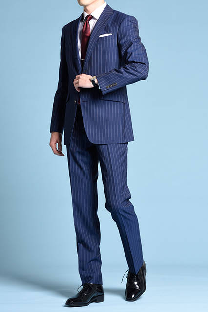 """<strong>MEN'S STYLE</strong><br /> ベーシックな黒のストレートチップには、正統派のネイビースーツでコーディネート。フレッシャーズにもおすすめの一足。  <br />  <a href=""""/gallery/1470755/3"""" class=""""link_underline""""> 靴 2万1060円 </a>  <br /> <br />  <a href=""""http://www.regalshoes.jp/week/16s/mens/#shoes05"""" target=""""_new"""">http://www.regalshoes.jp/week/16s/mens/#shoes05</a>"""