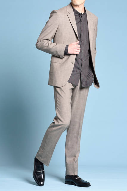 """<strong>MEN'S STYLE</strong><br /> ライトな感覚で履けるビジネスシューズには、あえてドレスダウンしたスーチングで。気負わずに履きこなすのがポイント。   <br />  <a href=""""/gallery/1470755/6"""" class=""""link_underline""""> 靴 2万4840円  </a>  <br /> <br />  <a href=""""http://www.regalshoes.jp/week/16s/mens/#shoes04"""" target=""""_new"""">http://www.regalshoes.jp/week/16s/mens/#shoes04</a>"""
